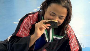Lutadora com paralisia cerebral supera limitação de movimentos com o jiu-jítsu - Marcelina do Nascimento se inspirou em história que viu no programa Encontro com Fátima Bernardes para se arriscar no mundo da arte marcial