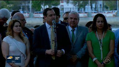 Secretários do segundo governo de Paulo Câmara tomam posse no Recife - Secretariado é composto por 24 homens e três mulheres. Houve mudanças de titulares em 17 secretarias, além de três órgãos da estrutura de apoio ao governo.