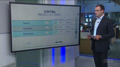 Tempo muda nesta sexta-feira em todo o Paraná - Chuva chega e temperatura cai em boa parte do estado.