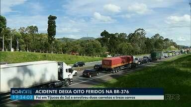Oito pessoas ficam feridas em acidente com 15 veículos em Tijucas do Sul - Colisão foi registrada no final da manhã desta quinta-feira (3), na Região Metropolitana de Curitiba, na BR-376.