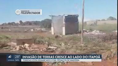 Invasão surge ao lado do Itapoã - Terreno está demarcado com pedaços de madeira. A invasão fica no Núcleo Rural do Bálsamo perto da área onde o governador Ibaneis promete construir casas populares.