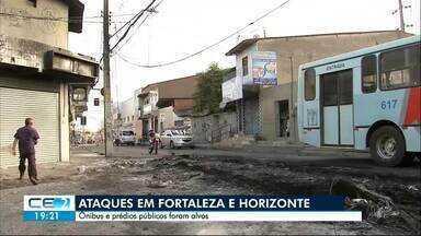 Ônibus, prédios e equipamentos públicos são atacados por criminosos - Sede do departamento de trânsito de Horizonte teve carros queimados