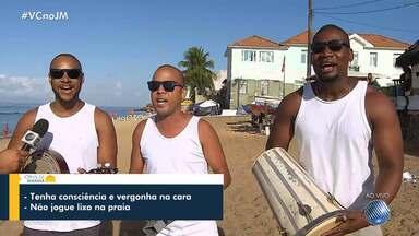 'Xô, lixo': grupo cria samba com pedido de preservação das praias - Banhistas deixam nas praias copos, garrafas, restos de comida e até objetos, que agridem todo o meio ambiente.