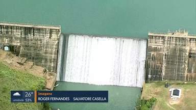 Pelo 10º dia consecutivo, Descoberto está com 100% da capacidade - O último registro da barragem transbordando tinha sido em abril de 2016. Água excedente vai para o Lago de Corumbá, onde está em execução outra obra de captação de água.