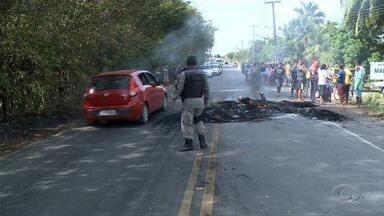 Moradores de Paripueira protestam contra falta de água - Problema tem prejudicado moradores da região.