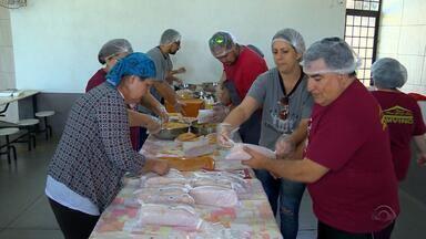 Projeto 'Equipe do Bem', de Passo Fundo, vende lanches para ajudar pessoas doentes - Em 2018, seis famílias receberam auxílio por meio do grupo.