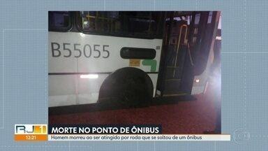 Homem morre ao ser atingido por roda que se soltou de um ônibus em Inhaúma - A vítima estava em um ponto de ônibus na Estrada Adhemar Bebiano, em Inhaúma. O homem foi atingido na cabeça depois que a roda se desprendeu de um ônibus.