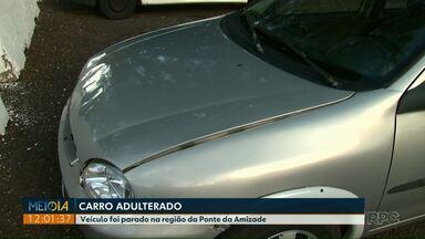 Polícia apreende veículo adulterado na Ponte da Amizade - Durante a vistoria, os policiais perceberam que o chassi do veículo não batia com o número do motor.