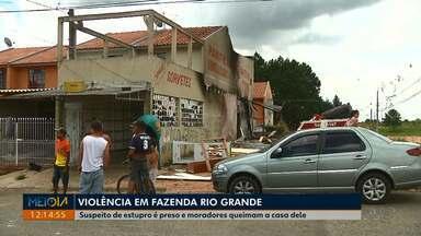 Moradores queimam casa de homem suspeito de estupro em Fazenda Rio Grande - Ele é suspeito de estuprar uma menina de 13 anos.