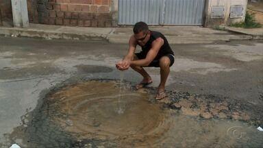 Vazamento de água limpa em Rio Largo preocupa moradores - Situação foi verificada no Residencial Antônio Lins.