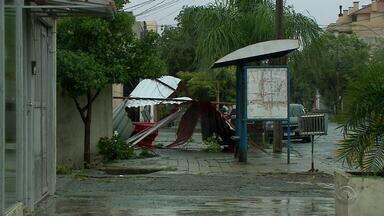 Chuva forte atinge Fronteira Oeste do RS e causa estragos - Em Alegrete o volume da chuva já é superior ao esperado para todo mês de janeiro.