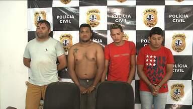 Suspeitos de participar de quadrilha de assaltantes de banco são presos - Durante uma operação, a polícia também apreendeu espingardas, fuzil, munições e explosivos.