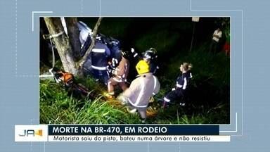 Homem de 27 anos morre em um acidente na BR-470 em Rodeio - Homem de 27 anos morre em um acidente na BR-470 em Rodeio