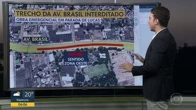 Caminhão bate em passarela da Avenida Brasil - O caminhão bateu numa passarela na altura de Parada de Lucas. A pista central no sentido Zona Oeste está interditada. O trânsito segue pela pista lateral.
