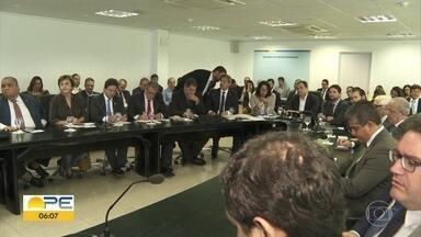 Governo de PE discute estratégias do Pacto Pela Vida para combater violência no estado - Encontro reuniu governador e 27 secretários do estado para discutir o programa.