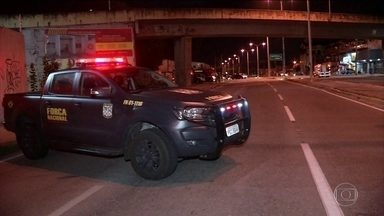 Bandidos fazem novos ataques com explosivos em Fortaleza - Bandidos fizeram ataques com explosivos e incendiaram prédios em Fortaleza, Ceará. A explosão foi na noite desta quinta-feira (10), a área foi isolada pela Polícia que ainda encontrou explosivos não detonados no local.