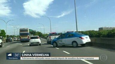 Policiamento é reforçado na Linha Vermelha após episódios de violência na via - Carro do RJ1 percorreu a Linha Vermelha na manhã desta sexta-feira (11) e verificou que a via expressa está com policiamento reforçado.