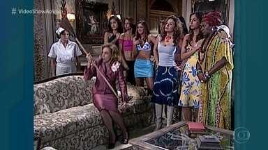 Relembre o clipe do 'Senta e Levanta' - O que mais os atores fazem em cena é sentar e levantar!