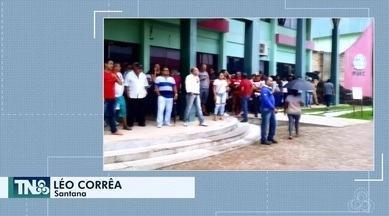 Tô na Rede: servidores municipais fazem protesto por atraso no pagamento de salário - Internauta registra pelo aplicativo da Rede Amazônica, ato que aconteceu em frente à prefeitura de Santana.