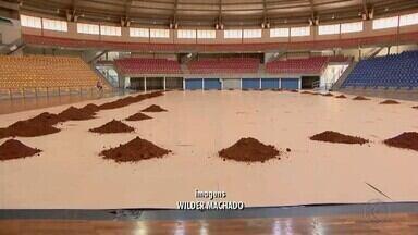 Quadras para disputa da Copa Davis começam a ser montadas em Uberlândia - Serão disputados os jogos da competição entre Brasil e Bélgica pela nos dias 1º e 2 de fevereiro