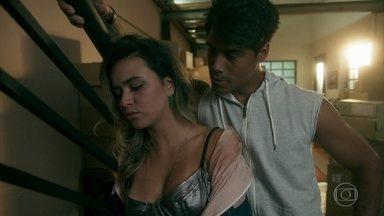Vera Lúcia ainda está brava com Lalá - Lalá tenta reconquistar a jovem mas não consegue