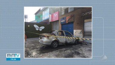 Carro pega fogo em Itapuã nesta sexta-feira (11) - A polícia investiga o caso.