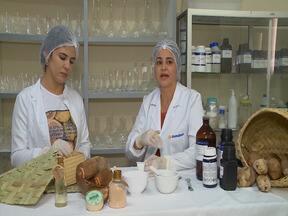 Estudantes desenvolvem creme hidratante com óleo de babaçu em Imperatriz - Orientados por uma farmacêutica, creme foi desenvolvido através de um trabalho de conclusão de curso de estudantes de estética.