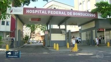 Direção do Hospital Federal de Bonsucesso é alvo de novas denúncias - Funcionários dizem que amigos da diretora do hospital costumam furar a fila de espera no atendimento. Além disso, cirurgias são feiras com material fora da validade.