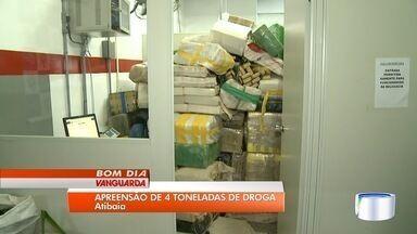 Oito são presos com 4,6 toneladas de maconha escondidas em carreta em Atibaia - Polícia Militar chegou até suspeitos em pesqueiro no bairro do Tanque após denúncia anônima.