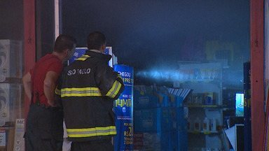 Loja pega fogo em São José dos Campos - Incidente foi na noite de quinta (17) na 9 de Julho.