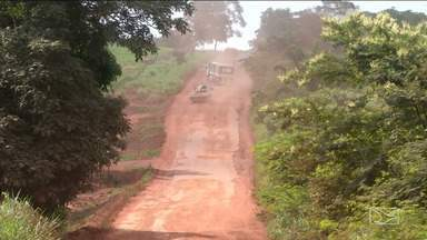 Agricultores recuperam estrada e constroem ponte no sul do Maranhão - Agricultores cansados de esperar pelo poder público estão recuperando as estradas.