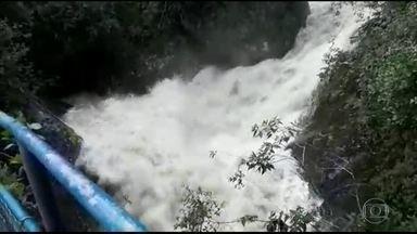 Cabeça d'água mata uma pessoa e deixa duas desaparecidas em Itatiaia, no Rio - Buscas foram retomadas.