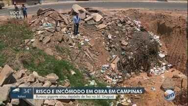 Buraco gigante vira depósito de lixo em Campinas - Situação ocorre em uma obra no Jardim Uruguai e, além de gerar incômodo, oferece riscos à população.