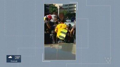 Quatro pessoas ficam feridas após acidente na orla de Santos - Jovem chegou a ficar presa entre veículos acidentados, no José Menino.