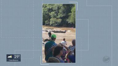 Barco desgovernado quase atinge pessoas que estavam na água em Pirassununga - Evento aconteceu no distrito Cachoeira de Emas. A Marinha irá até o local para coletar informações sobre o incidente.