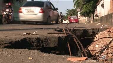 Cratera em avenida causa transtornos para motoristas em São Luís - Buraco na Avenida Joaquim Mochel em São Luís, está tirando o sossego de quem mora ou passa pelo local.