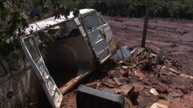Sobe para 110 o número de mortos da barragem de Brumadinho - O trabalho de buscas e resgate de corpos segue intenso. São 500 voos de helicóptero por dia. Mais voluntários chegam para ajudar os bombeiros.