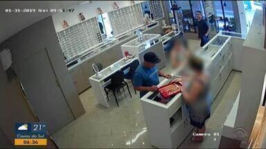 Polícia investiga caso de roubo à joalheria em Salvador do Sul - Assista ao vídeo.
