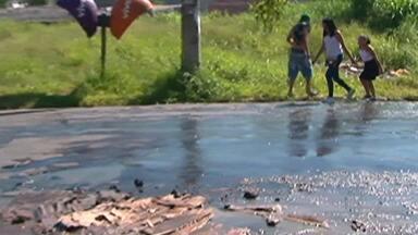 Vazamento de esgoto causa transtorno a moradores de Itaquaquecetuba - Problema ocorre no Jardim Caiuby há mais de duas semanas.