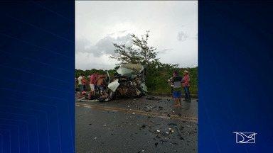 Acidente entre van e caminhão deixa vários mortos e feridos na BR-402 no Maranhão - Cinco morreram e quatro estão internados em estado grave após acidente na cidade de Morros