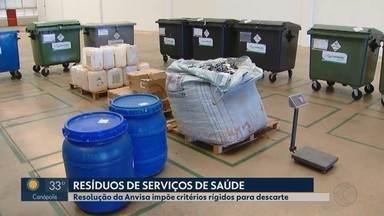Saco com indicação para lixo hospitalar é vendido irregularmente em Uberlândia - Equipe do MG 1 encontrou material no Bairro Dom Almir. Prefeitura informou que material só pode ser vendido com autorização do Município.