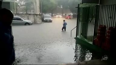 Chuva alaga ruas de Fortaleza - Confira outras notícias no g1.globo/ce