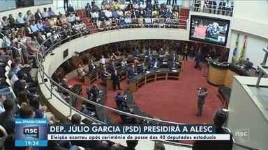 Deputados estaduais tomam posse; Julio Garcia é eleito o novo presidente da Alesc - Deputados estaduais tomam posse; Julio Garcia é eleito o novo presidente da Alesc