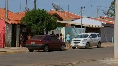 Mulher morre esfaqueada pelo marido em Cesário Lange - Uma mulher de 27 anos morreu após ser esfaqueada pelo marido, de 36 anos, na madrugada desta sexta-feira (1º), em Cesário Lange (SP). Segundo a Polícia Civil, após o crime, o companheiro, Jailson de Souza dos Santos, cometeu suicídio.