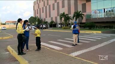 Ação educativa alerta motoristas sobre estacionamentos para deficientes em Imperatriz - Multa para quem estaciona irregularmente nessas vagas é de quase R$ 300.