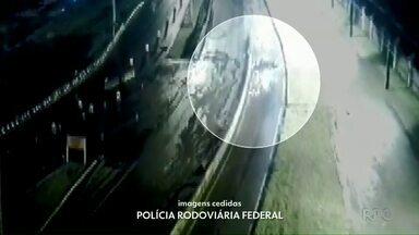 Câmera registra capotamento na BR-277 - O motorista teve ferimentos leves