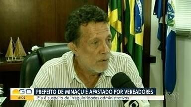 Vereadores de Minaçu afastam por 90 dias o prefeito Nick Barbosa - Ele é suspeito de cometer irregularidades administrativas.