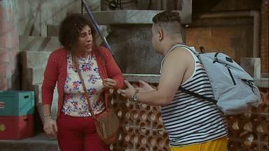 Presente De Grego - Pablo Escobar chega para passar a Páscoa em família, mas o ovo de chocolate que dá de presente para a mãe pode trazer problemas para todos.