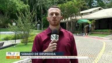 Corpo de Arthur Vinícius será velado no Cemitério Portal da Saudade, em Volta Redonda - Jovem, que completaria 15 anos neste sábado (9), foi vítima de um incêndio no Centro de Treinamento do Flamengo, no Rio de Janeiro.