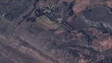 Buscas por desaparecidos em Brumadinho entram no 16º dia - Doze aeronaves estão envolvidas nos trabalhos de resgate neste sábado (9). Peritos investigam se explosões em minas vizinhas teriam contribuído para a liquefação da barragem B1, onde segundo os investigadores, já havia sinais de excesso de água.